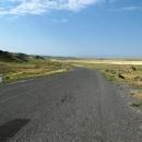 Krajina připomínala poušť nebo povrch měsíce, z celé dopolední etapy dlouhé 50 kilometrů mám vyfocené jenom tři fotky. Tohle je jedna z nich.
