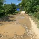 Ta modrá směrovka je důkaz, že šlo o významnou silnici