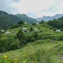 Tsana (cca 1750 m n. m.) není trvale obývanou osadou, jenom prý od jara do podzimu.