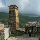 Dnes v Ušguli žije asi 70 rodin, a zajímavě se snoubí turistický ruch s běžným životem.