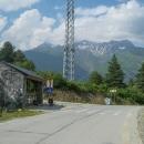 Z Bogreshi je nutno překonat 500 výškových metrů, neboť silnice vede sousedním údolím.