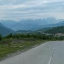 Na Kavkaze si zkrátka cyklista neodpočine, silnice se vlní jako horská dráha.