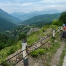 Však to také horská dráha je, výhledy na čtyř a pětitisícovky umocňují velehorskou atmosféru.