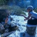 Bylo tady vše, co potřebujeme. Ohniště, opékáky, trochu dřeva. Jen voda chyběla...