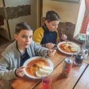 Na obědě v Miloticích - kluci si dali rajskou
