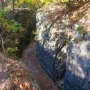 Průsečná skála byla vytesána v době 30ti leté války, aby se lépe vojáci dostali vozem k tábořišti.