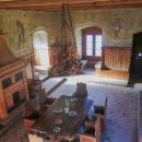 Hrad je to vcelku maličký, místnosti jsou umístěny nad sebou a do další se vstupuje po schodišti :-)