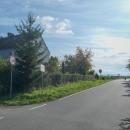 Silnice vede podél hranice - ty domy už stojí v Polsku