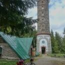 Na Zlatý chlum (vrchol je 891 m n. m., rozhledna o pár metrů níže) na kole už nikdy!