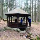 Vrbická studánka. Nechal ji údajně vyhloubit hrabě Kinský pro lesní zvěř. Studánka byla v roce 2000 obnovena a zastřešena. Krásné místo i pro táboření.