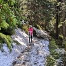 Ve Strži, cca 1150 metrů nad mořem leží ještě zbytky sněhu