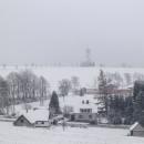Výhled přes Hedeč k rozhledně Val - zatím se nezdá, co nás čeká za sibérii na volné pláni
