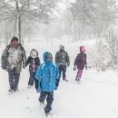 Poslední metry k lesu jsme už všichni jako sněhuláci