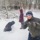 Ale jo, dětem se to nakonec líbilo! Sníh děti baví. Jen bohužel, vypadalo to nadějně, jenže do druhého dne se oteplilo a tak zase všechno roztálo. A v podobném duchu se nesla celá zima 2019/2020.
