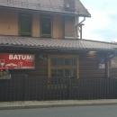 Jana projevila přání, když Krkonoše, tak z polské strany. Takže auto jsme zaparkovaly v městečku Karpacz, a pak jsme se k němu vrátily busem ze Sklářské Porenby. Karpacz je příšerný cirkus, nás ale zaujala gruzínská restaurace.