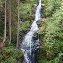Trasa vede tudy schválně kvůli návštěvě vodopádu Kamieńczyka. Jde o nejvyšší vodopád v polských Sudetech a přístup k němu si musíte zaplatit. Nám to ale stačilo takto z výšky.