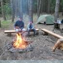 A opodál bylo parádní tábořiště - k večeři budou buřty. Ušli jsme 8 km a děti už zase mají hlad :-)