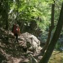 A po doplnění zásob a slízání nanuků jsme slezli zpátky k řece a vydali se po červené dál. Čekalo nás překvapení - ferrata Šilinkův důl!