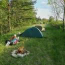 Naše tábořiště na louce nad údolím Farského potoka. Na noc jsme se raději uklidili trochu stranou, v Maštalích bylo živo.