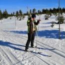 U hraničníku na Smrku jsme odhadovali, jaká je asi vrstva sněhu. 120 cm? Metr a půl? Povedlo se i vytáhnout trubku, která označuje hraniční kámen.... Těch 120 cm tu bude určitě, ne-li víc.