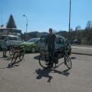 Do Bartošovic autem, vyložili jsme kola a šikujeme se ke startovnímu fotu