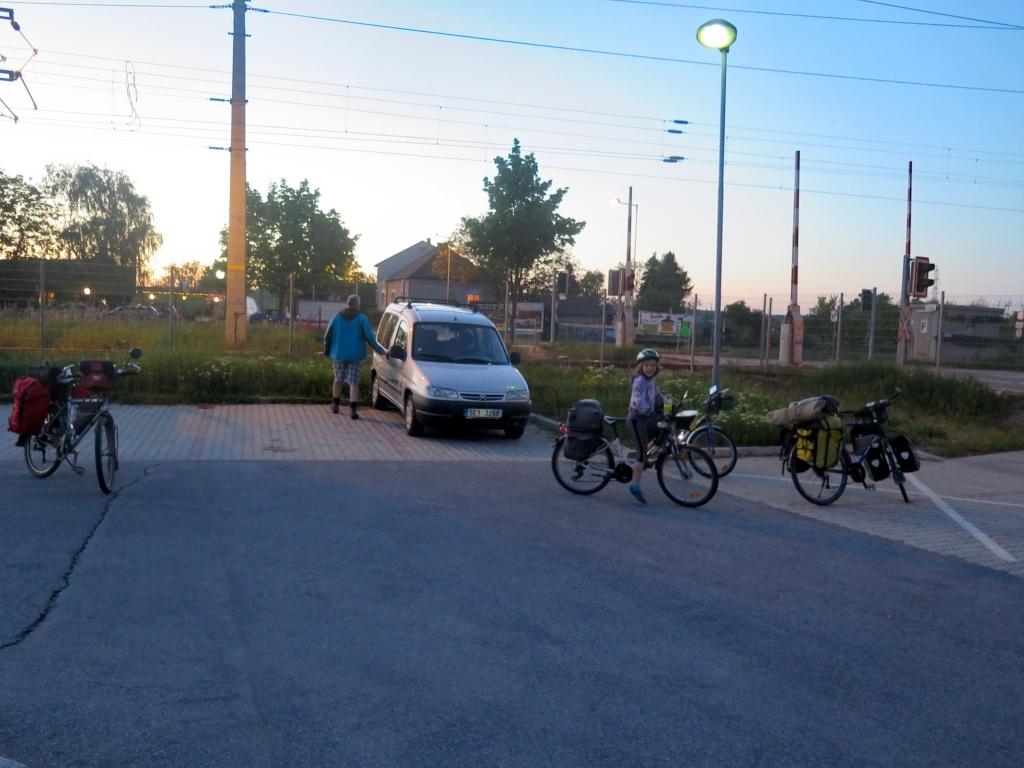 Neusiedl am See - měli jsme tip na parkoviště přímo u nádraží. Jeli jsme autem, vlaky už byly plné a zdejším směrem bohužel i předražené.