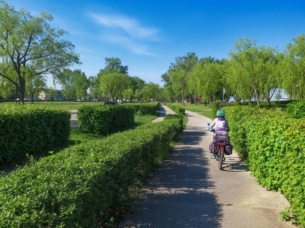 Řešení dvousměrného provozu na cyklostezce v Podersdorfu