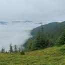Nízké mraky se válely v údolí, další oblačnost však byla nad námi.