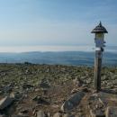 Před půl devátou jsme stáli na vrcholku Babí hory, královny Beskyd. Oravu zakrývala inverze.
