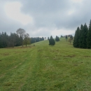 Po zelené na Větrov (918 m) - v zimě parádní sjezd. Nyní na vcholku probíhá stavba nové rozhledny.