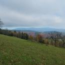 Ale výhled je odsud skvostný, v dálce Jeseníky