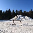 Na Paprsku stále hora sněhu