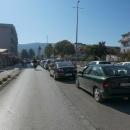 A pak už míříme do Međugorje, a to vedle nás, to je několik kilometrů dlouhá fronta aut, která tam míří také.