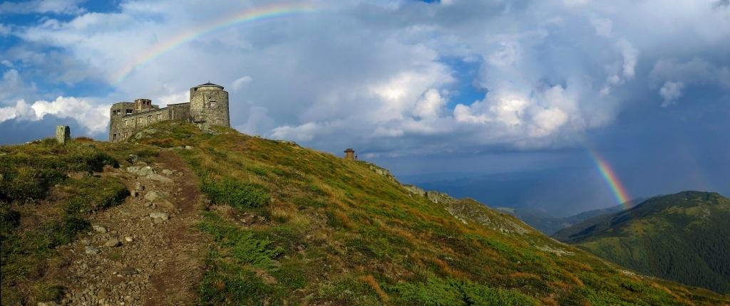 A vrchol hory Pop Ivan Černohorský s ruinou meteorologické a astrologické observatoře už byl na dosah