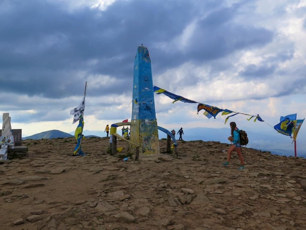 Sklon byl hodně prudký, a když se před námi objevilo vrcholové plato nejvyšší ukrajinské hory, bylo mi málem do breku. Tak silný to byl pocit!