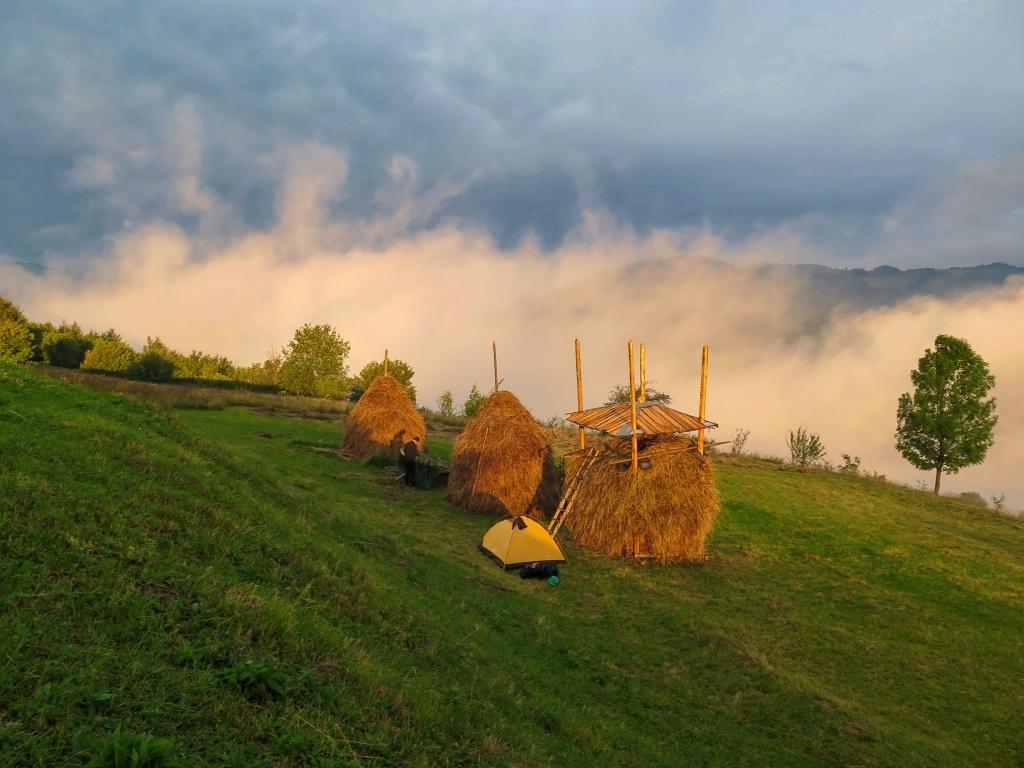Hlavně když navečer vítr odfoukl mlhu a mraky rozehrály zajímavé divadlo.