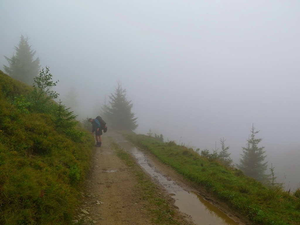 Ale bohužel jsme někde kolem 1200 metrů nad mořem vlezli do mraků...