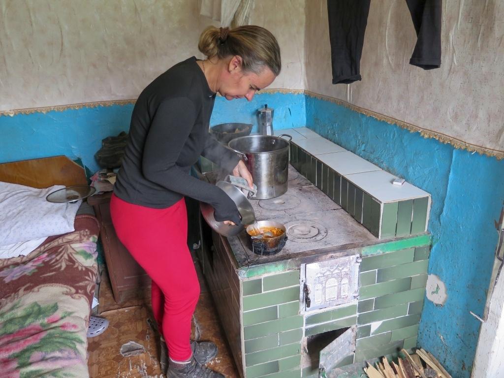 Uvařili jsme si oběd,ohřáli se u kamen, popili sto gramov, objednali si konečně to kafe...