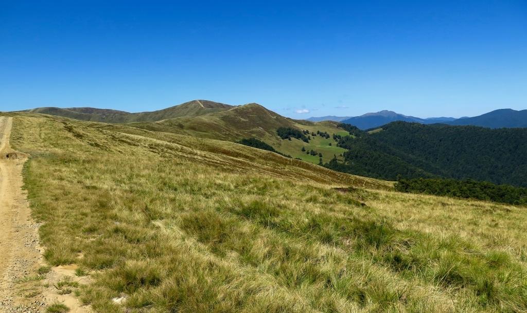 Tam jdeme - a napravo v dáli hora Strimba