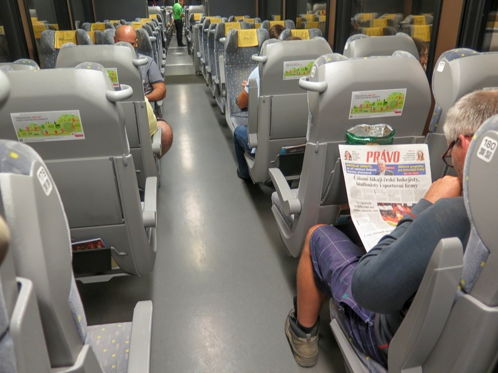 Večer pak odjížděl autobus společnosti Leo Expres s přestupem na vlak v Košicích. Ráno jsme z vlaku vystoupili v Zábřehu a to už jsme byli skoro doma.