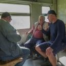 Došlo i na sto gramů se spolucestujícími, abychom věděli, že jsme na Ukrajině