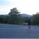 A během pár hodin jsme se stopem přesunuli z Perečina do vísky Bilasovica. Už jsem tomu moc nevěřila, že sem dnes dojedeme, a nakonec jsme mávli a dodávka nás hodila až přímo pod horu Pikuj.