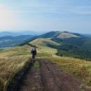 Sestupujeme do dalšího sedla a před námi hora Starostyna, na jejímž úbočí má být několik pramenů. tak doufáme, že tam najdeme i nocleh.