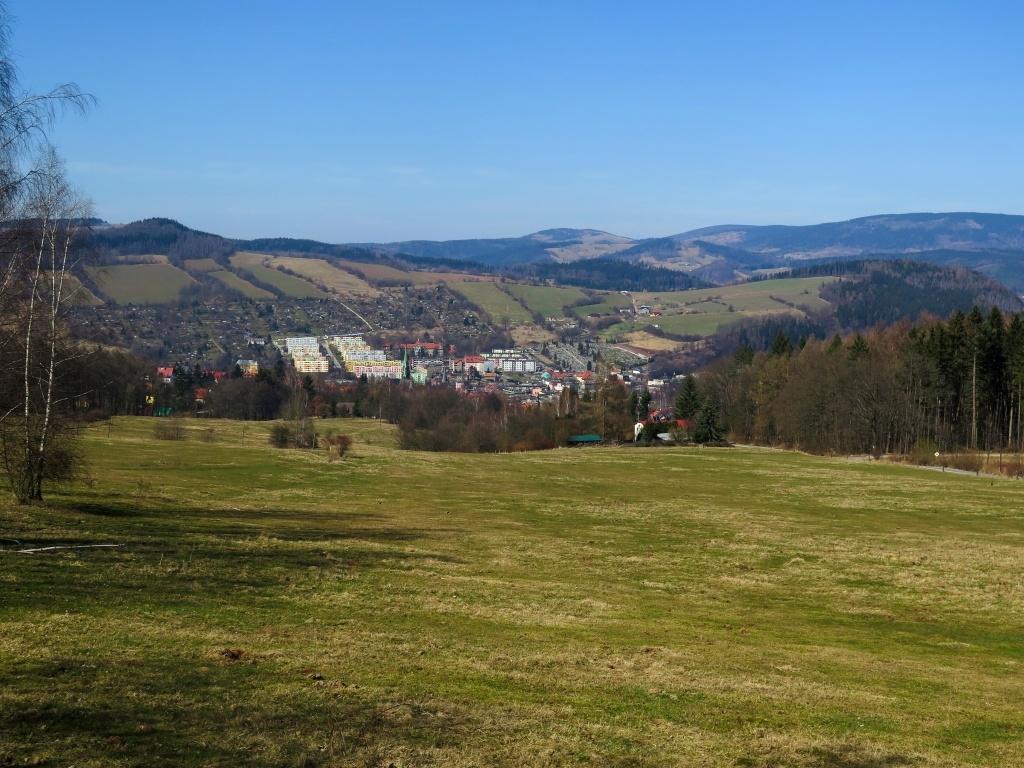 Město Nowa Ruda s barevnými paneláky