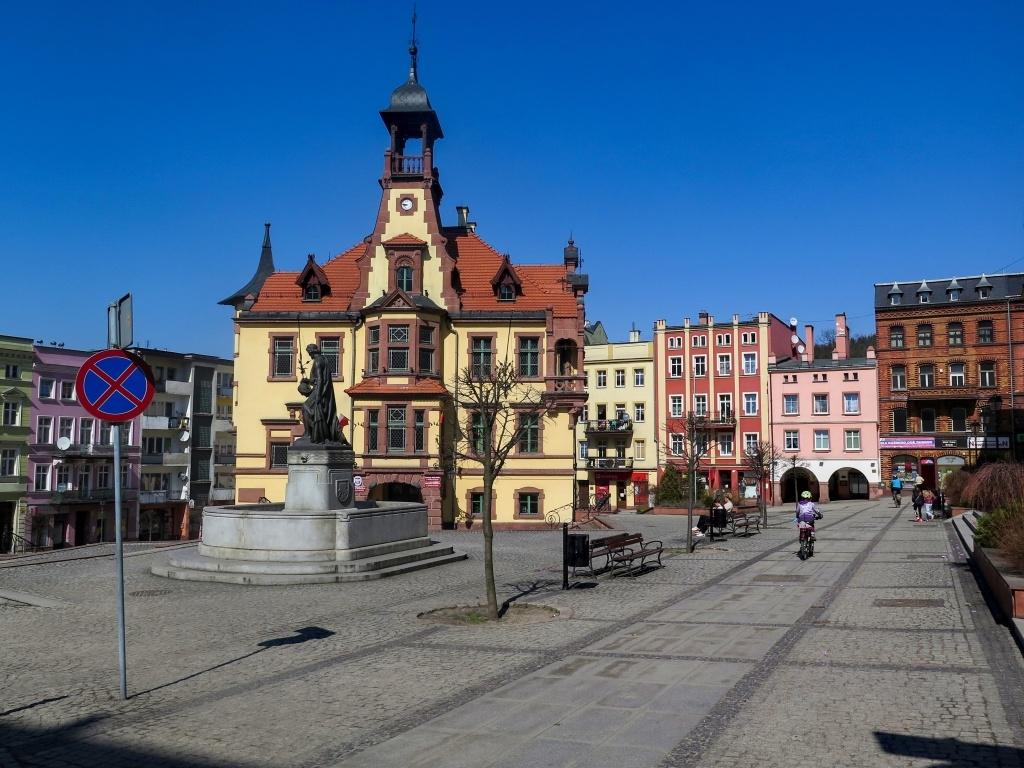 Hornické město Nowa Ruda leží v pěkném dolíčku