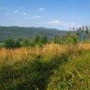 Ráno měníme barvu značky z modré na zelenou a uháníme vstříc Volovským vrchům. Brzy se objevily výhledy na jejich nejvyšší partie.