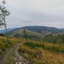 Daší část Volovských vrchů. Zde jsou odlesněny celé hory! Na ten kopec vlevo vzadu jdeme...