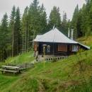 Sešli jsme k chatě Volovec , což je taková skromná chatka, ale se silnou horskou atmosférou.