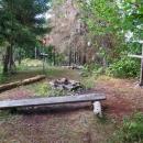 Je tu i malé tábořiště, přímo na vrcholu. No jo no, s mým strachem z bouřek nepoužitelné :-)