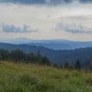 Vyhlídek moc není, ale když jsou, stojí za to! V dáli Klenovský Vepor a daší kopečky Veporských vrchů.